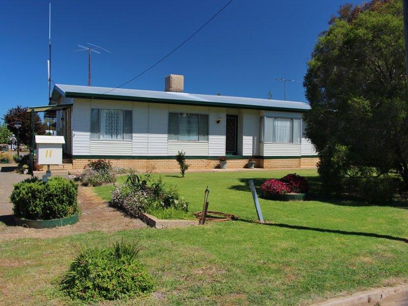 11 Margaret Street, Quandialla, NSW 2721