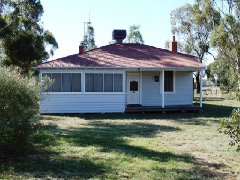82 MOIRA STREET, Womboota, NSW 2731