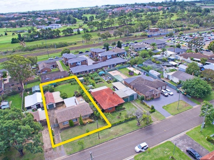 13 Waratah Crescent, Macquarie Fields, NSW 2564