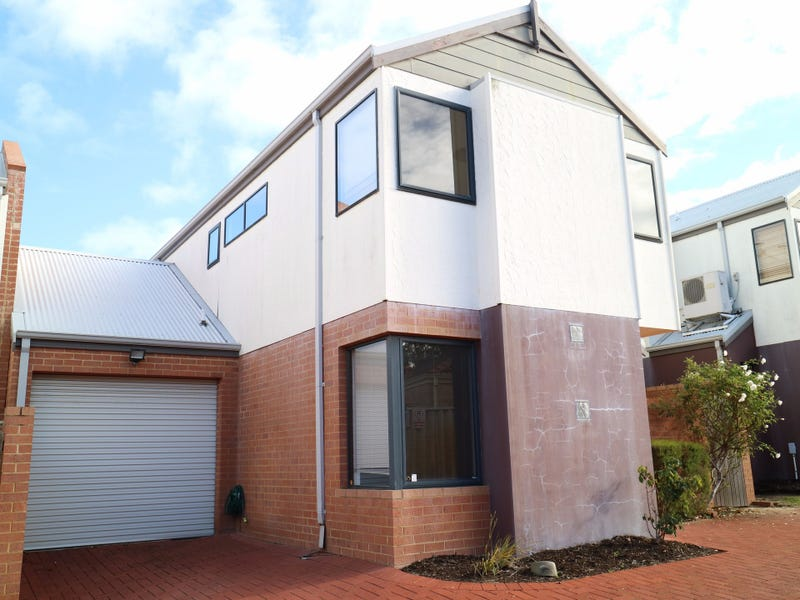 2/16 The Crescent, Redcliffe