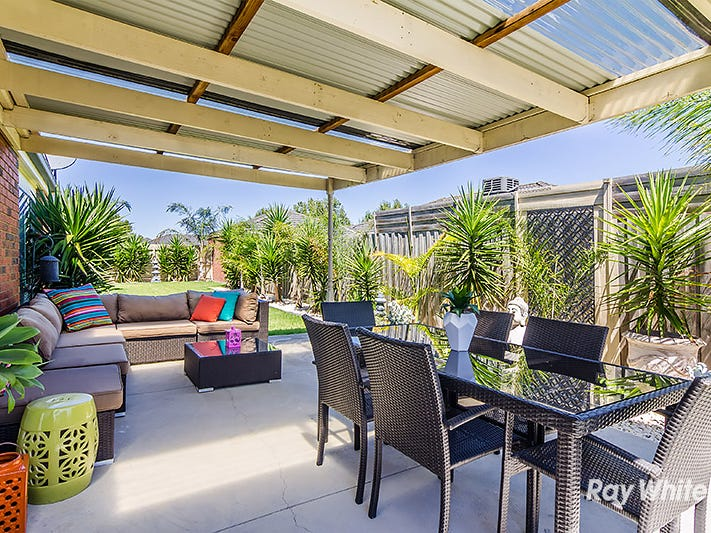 18 Bookham Way, Cranbourne West, Vic 3977