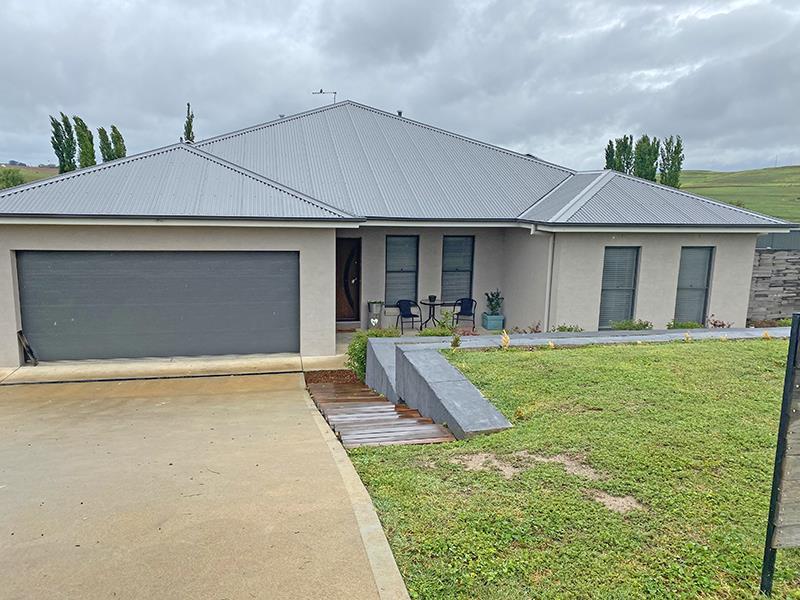38 Johnston  Crescent, Blayney, NSW 2799