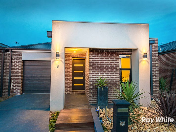 8 Calabrese Circuit, Clyde North, Vic 3978