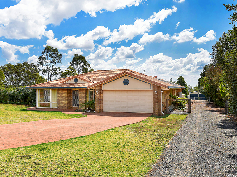 1 Vale View Cresent, Highfields, Qld 4352