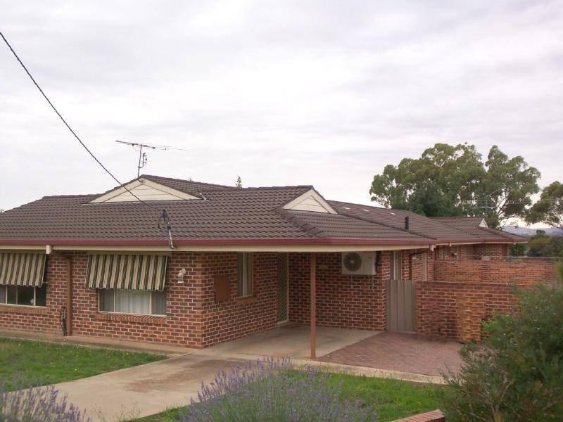 2/133 HURLEY STREET, Cootamundra, NSW 2590