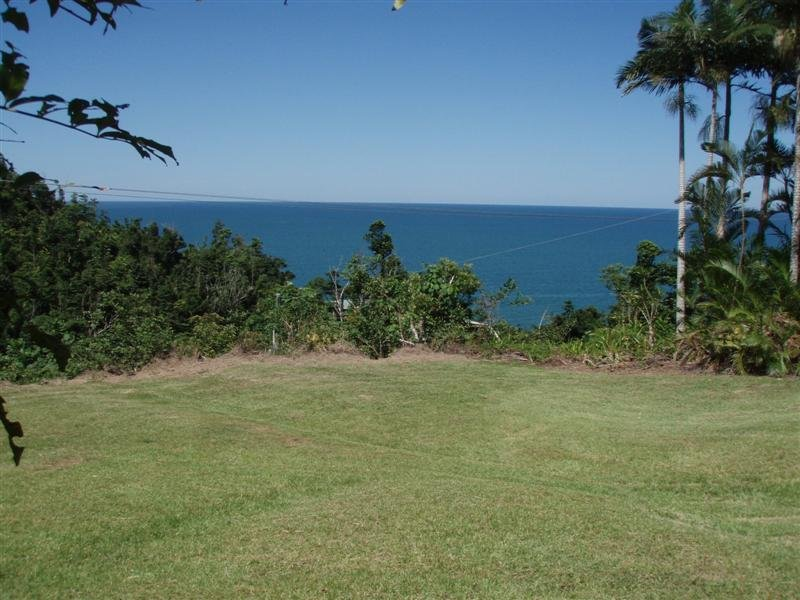 4 Etty Bay Road, Etty Bay, Qld 4858