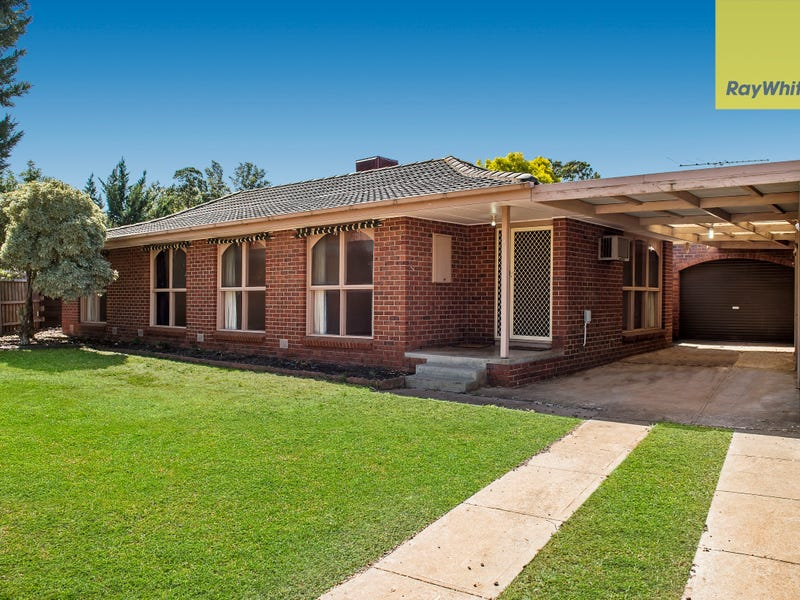 8 Dorset Place, Melton West, Vic 3337