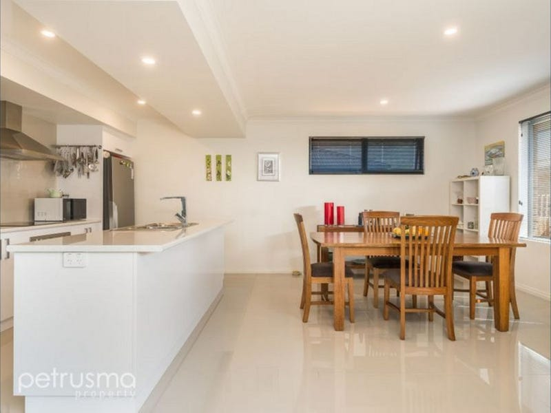 2/348 Redwood Road, Kingston, Tas 7050