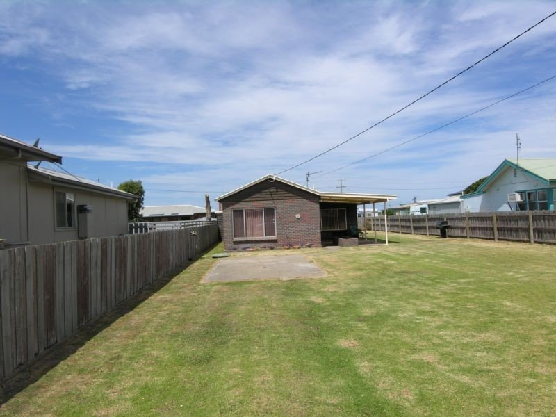 18 Ellen Avenue, Seaspray, Vic 3851