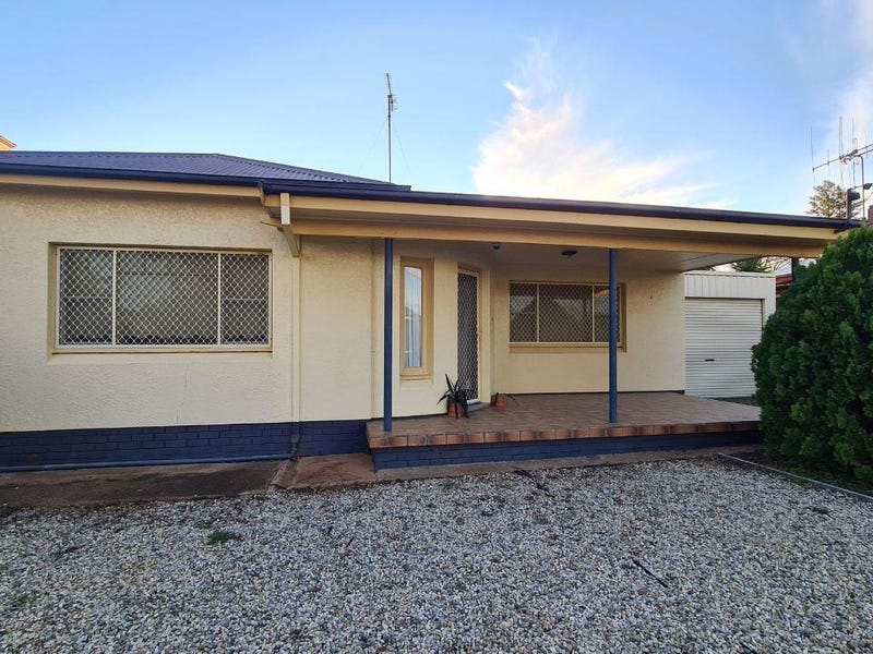 24 Armstrong Street, Parkes, NSW 2870
