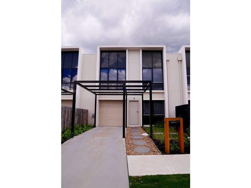 Townhouse on Bardaster Boulevard, Chirnside Park, Vic 3116