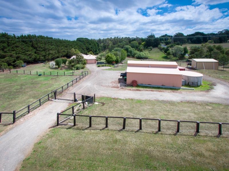 10 Benson Road, Gisborne South, Vic 3437