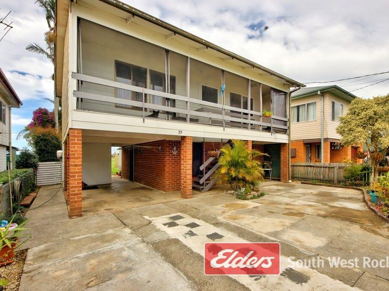 33 BARNARD STREET, Gladstone, NSW 2440