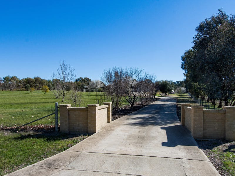 9 Burgan Drive, Springvale, NSW 2650