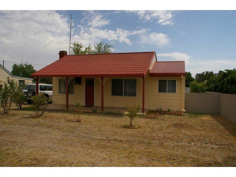 18 Edward Square, Greenethorpe, NSW 2809