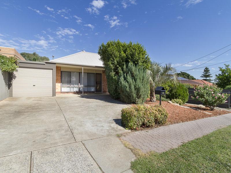 33 Filmer Avenue, Para Hills, SA 5096