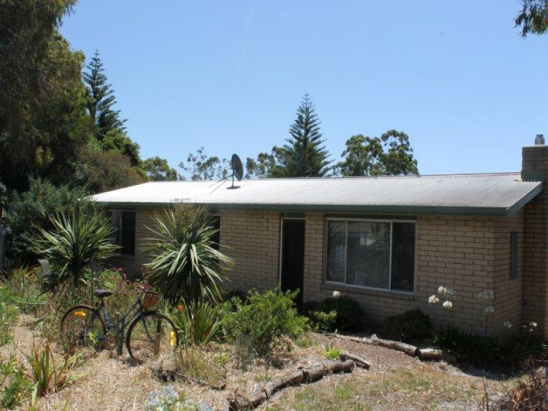 2 Kenelm Avenue, Sisters Beach, Tas 7321