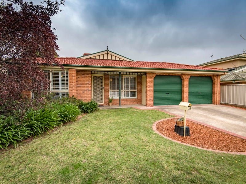 25 Thomas Royal Gardens, Queanbeyan East, NSW 2620