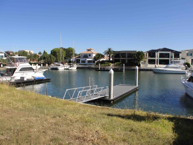 8 Regents Court, Sovereign Islands, Qld 4216