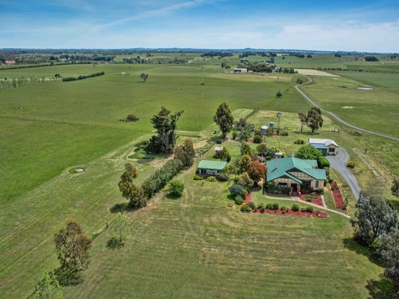 153 Crows Road, Woodend North, Vic 3442