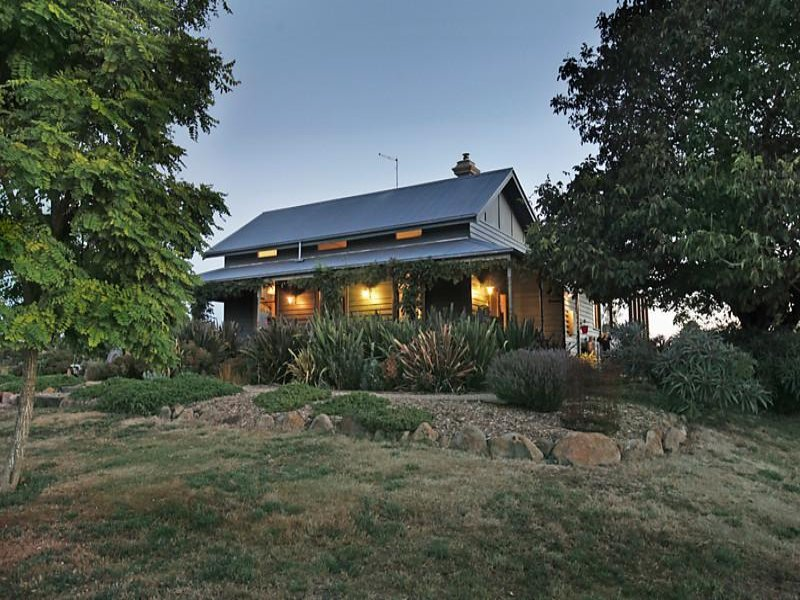 17 South Lyonville Road, Lyonville, Vic 3461