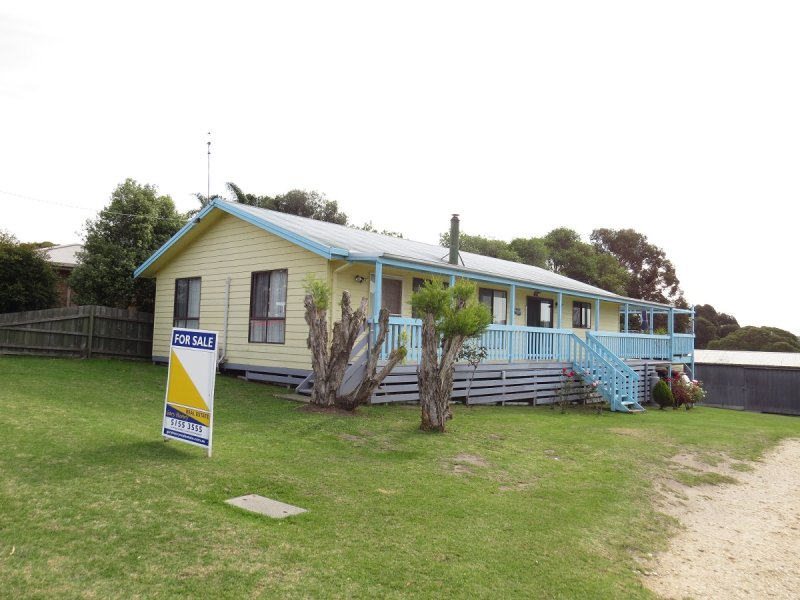 10 Capes Road, Lakes Entrance, Vic 3909