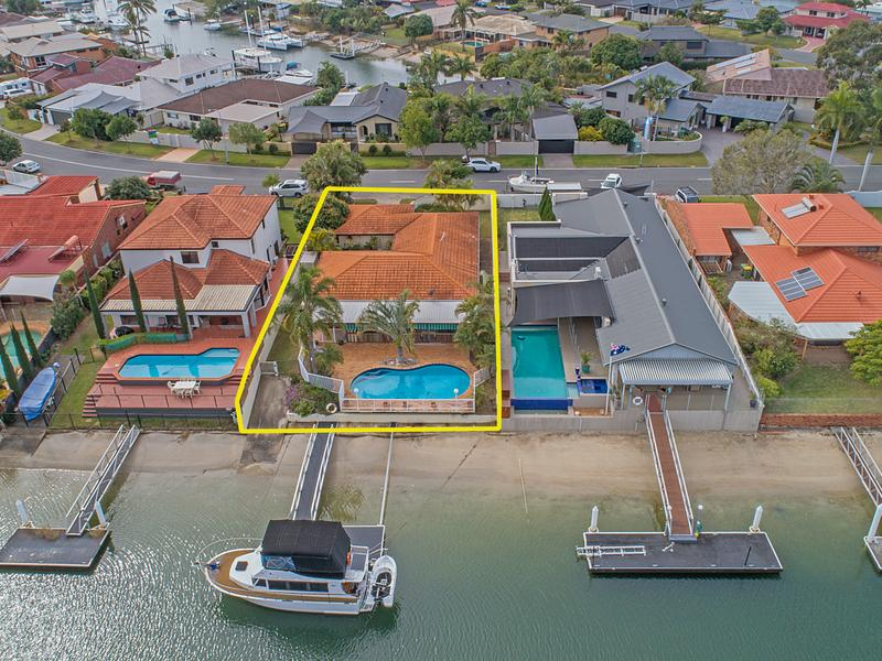 32 O'Gradys Drive, Paradise Point, Qld 4216