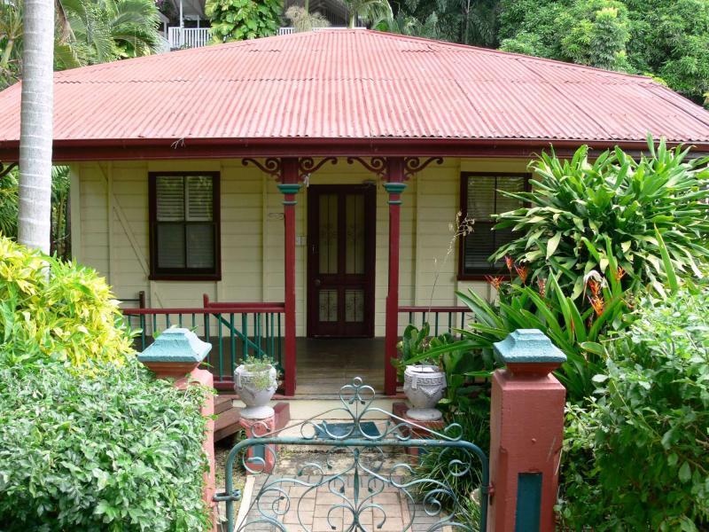 16 Stanton Terrace, North Ward, Qld 4810