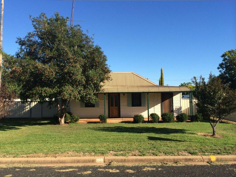 35 Mullah St, Trangie, NSW 2823