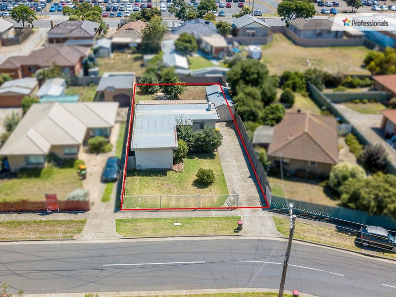 12 Brennan Street, Melton South, Vic 3338