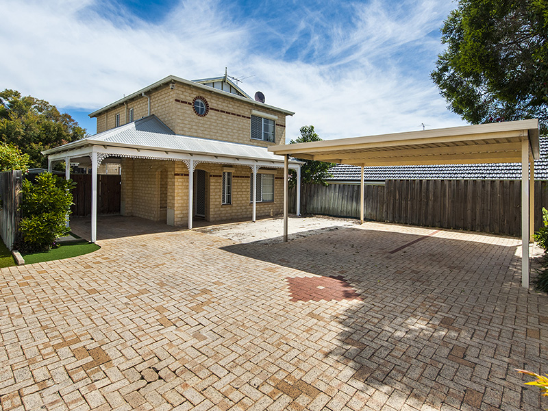 15B Hiscox Place, Redcliffe