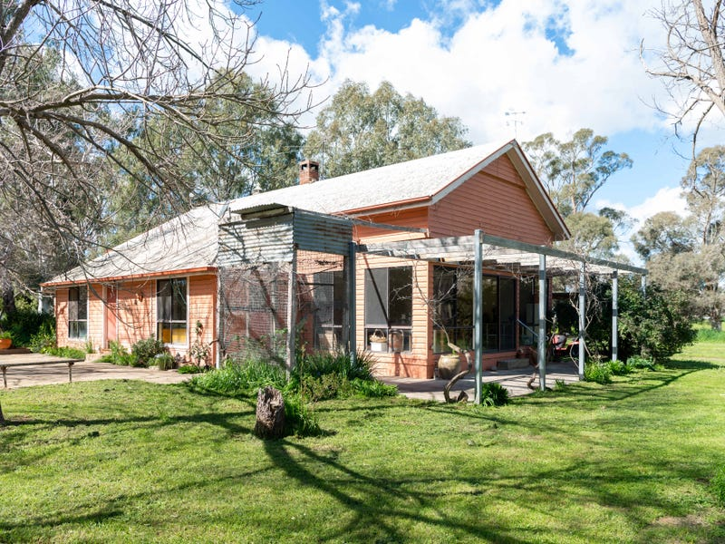 17 School Road, Coolac, NSW 2727
