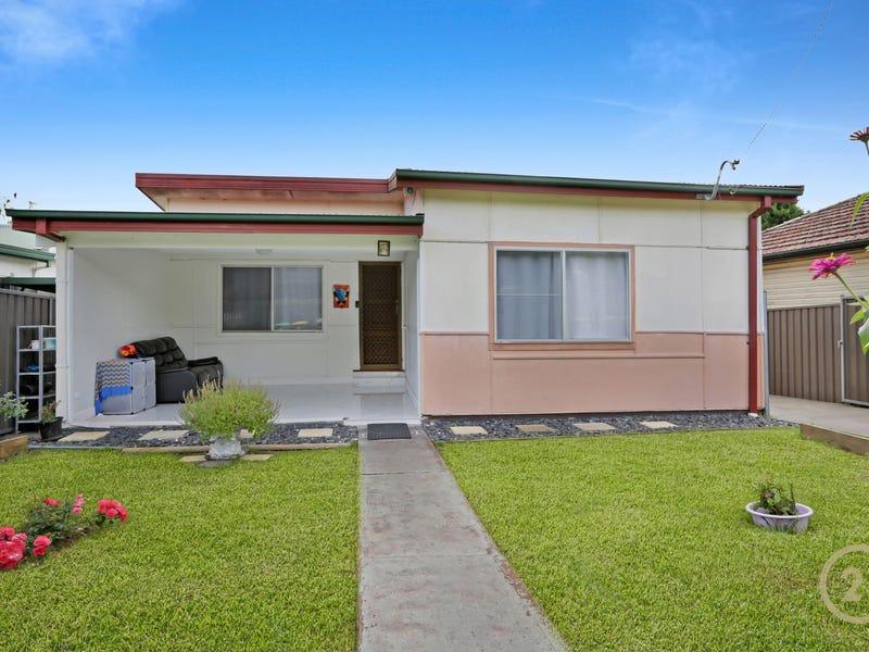 39 Pembroke Rd, Minto, NSW 2566
