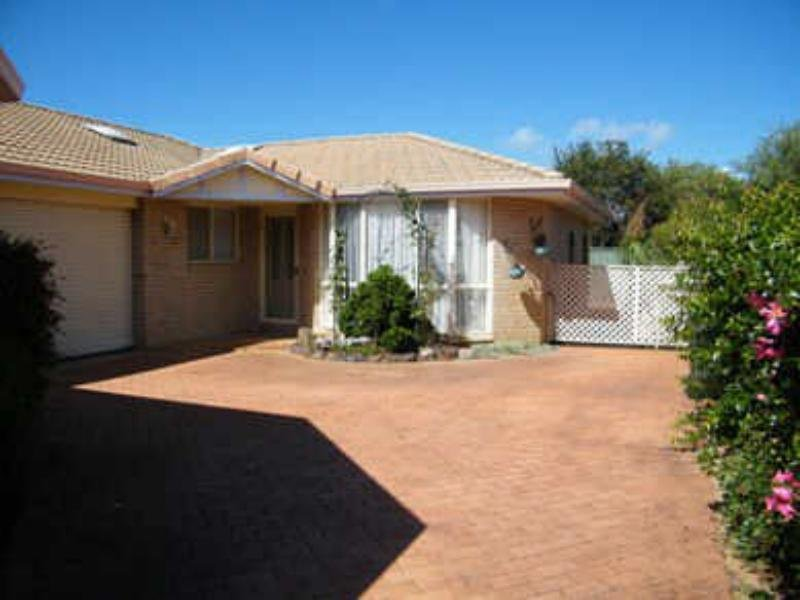 2/8 Constable Place, Tuncurry, NSW 2428