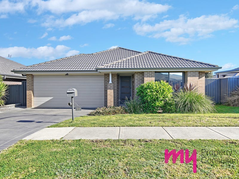 33 Plymouth Boulevard, Spring Farm, NSW 2570