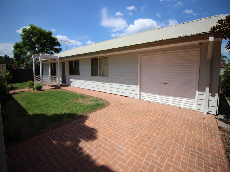 Access on Dickson La/263 B Macquarie Street, South Windsor, NSW 2756
