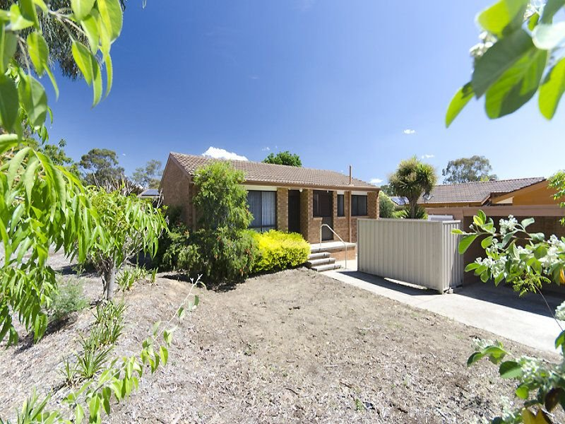 6 Collicott Circuit, Macquarie, ACT 2614