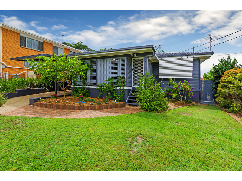 3 Pareena Cr, Mansfield, Qld 4122