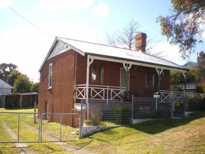 106 GLENELG STREET, Goulburn, NSW 2580