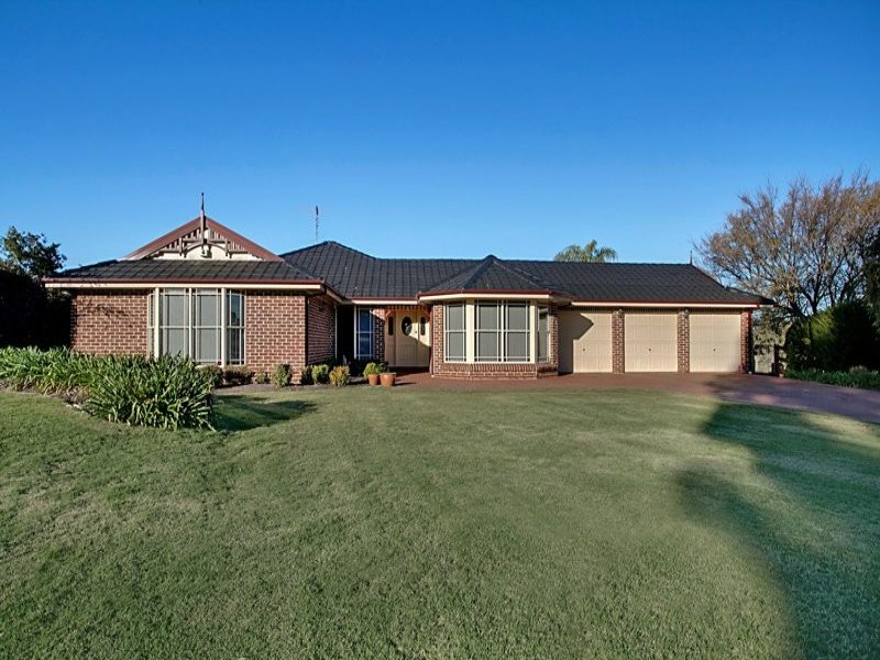 6 Traminer Grove, Orchard Hills, NSW 2748