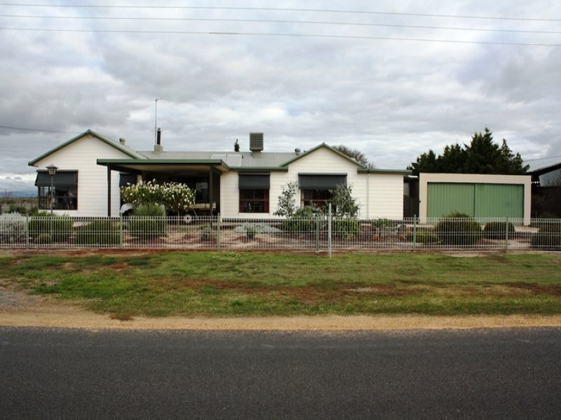 102 Heards Road, Riverside, Vic 3401