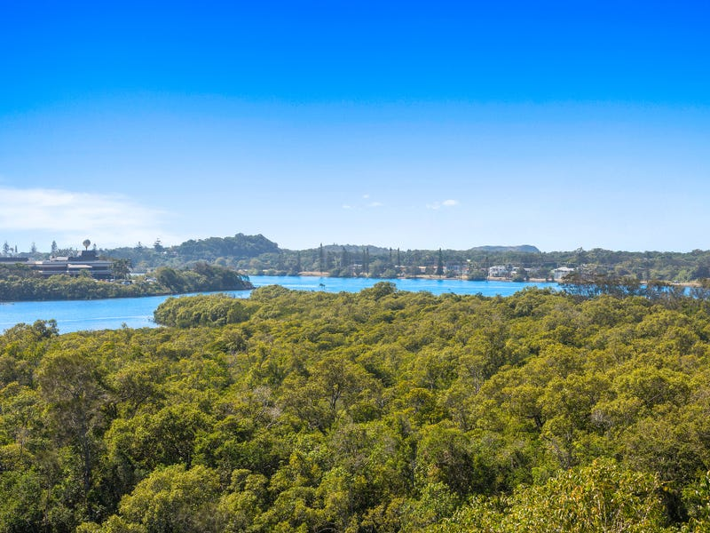 4 Dolphin Place, Banora Point