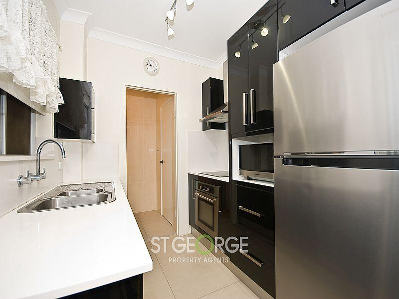 2/27a Victoria  Avenue, Penshurst, NSW 2222