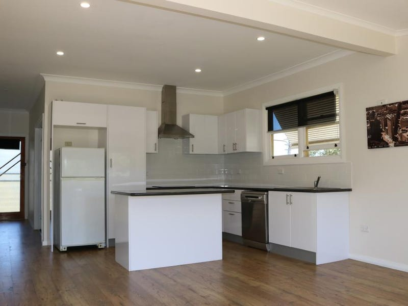 25 Karabah Avenue, Young, NSW 2594