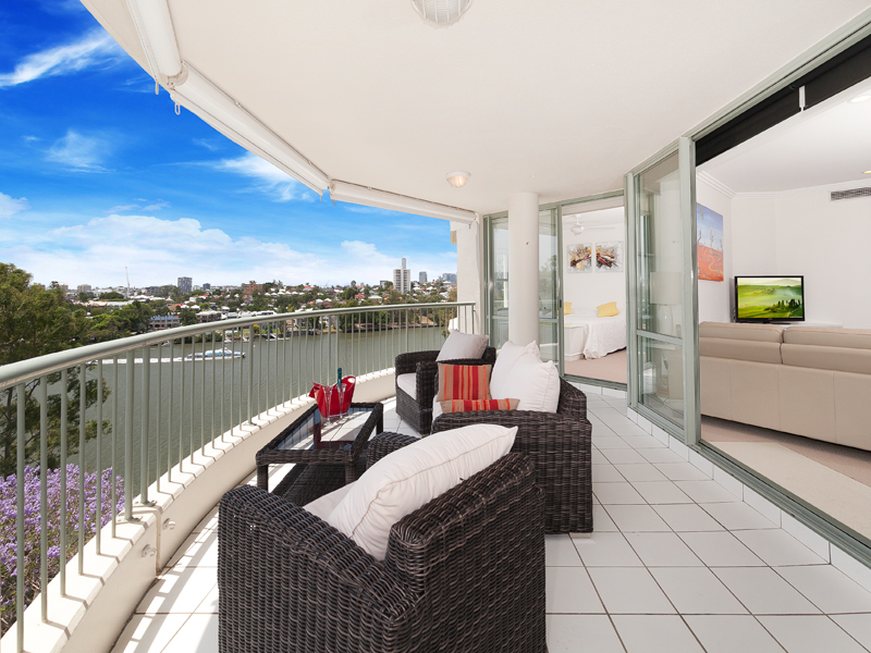 Explore The Beauty Of Caribbean: 25/72 Macquarie Street, St Lucia, Qld 4067