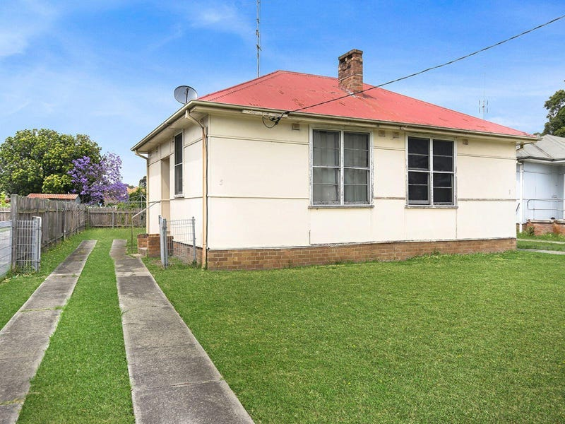 5 Blackman Parade, Unanderra, NSW 2526
