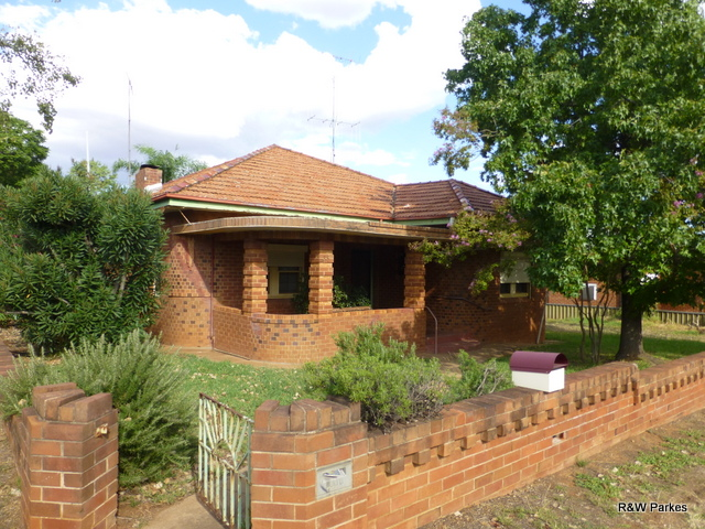 35 East Street, Parkes, NSW 2870