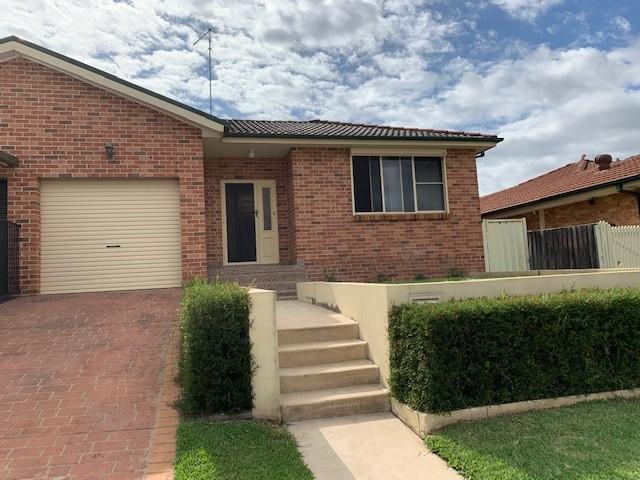 39B Lindeman Cres, Green Valley, NSW 2168