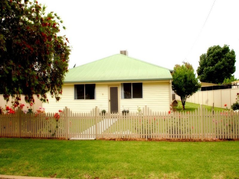 9 Hebden Street, Yoogali, NSW 2680