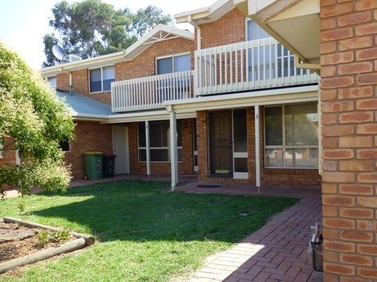 3/2 Bowman Court, Wodonga, Vic 3690
